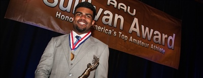Ohio State Running Back Ezekiel Elliott Scores 85th AAU Sullivan Award